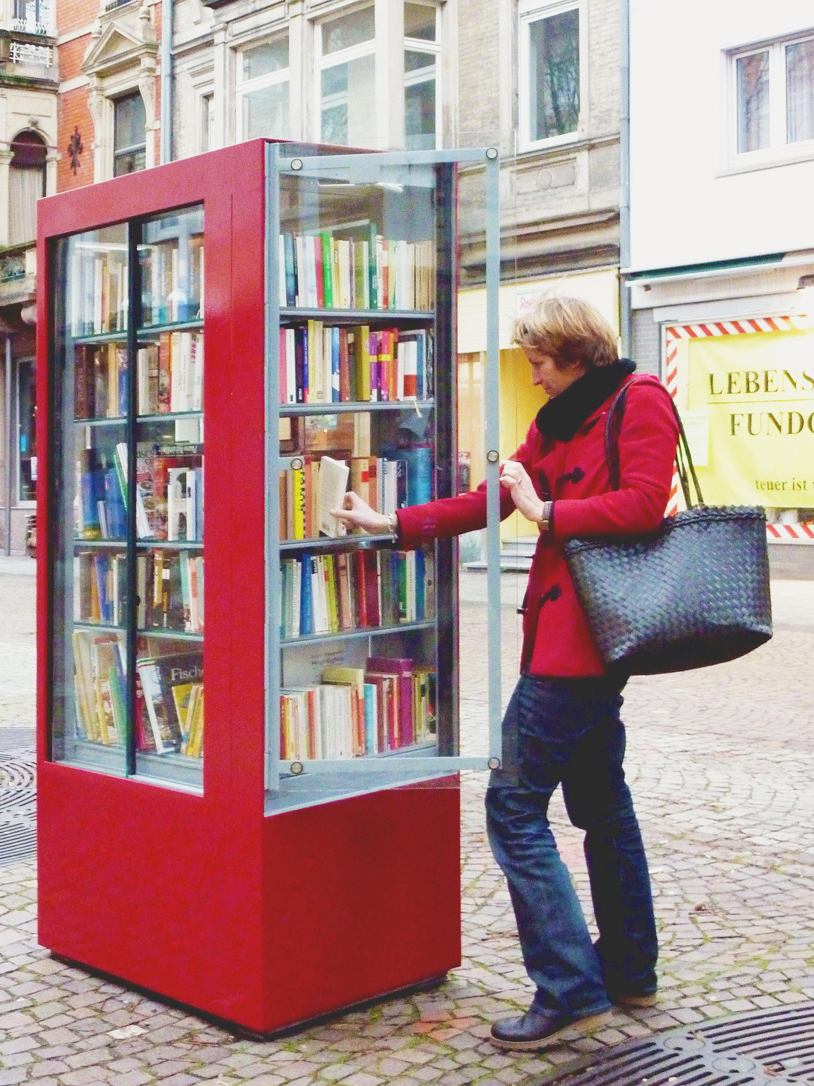 Öffentlicher Bücherschrank: Read it if you can – Sei-Haltbar